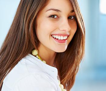Dr Munira Lokhandwala, Starbrite Dental, Providing Zoom Teeth Whitening